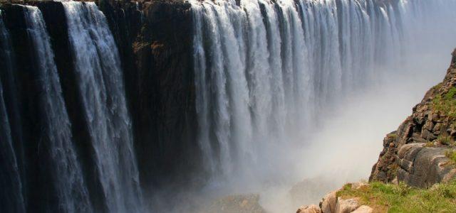 Victoria Falls. Zimbabwe w wersji krótkiej